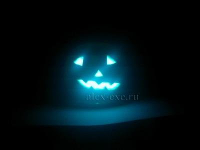 Зловещая хеллоуиновская тыква в ночи