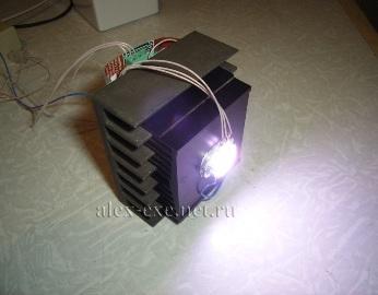 10Вт RGB светодиод в работе (2% мощности)