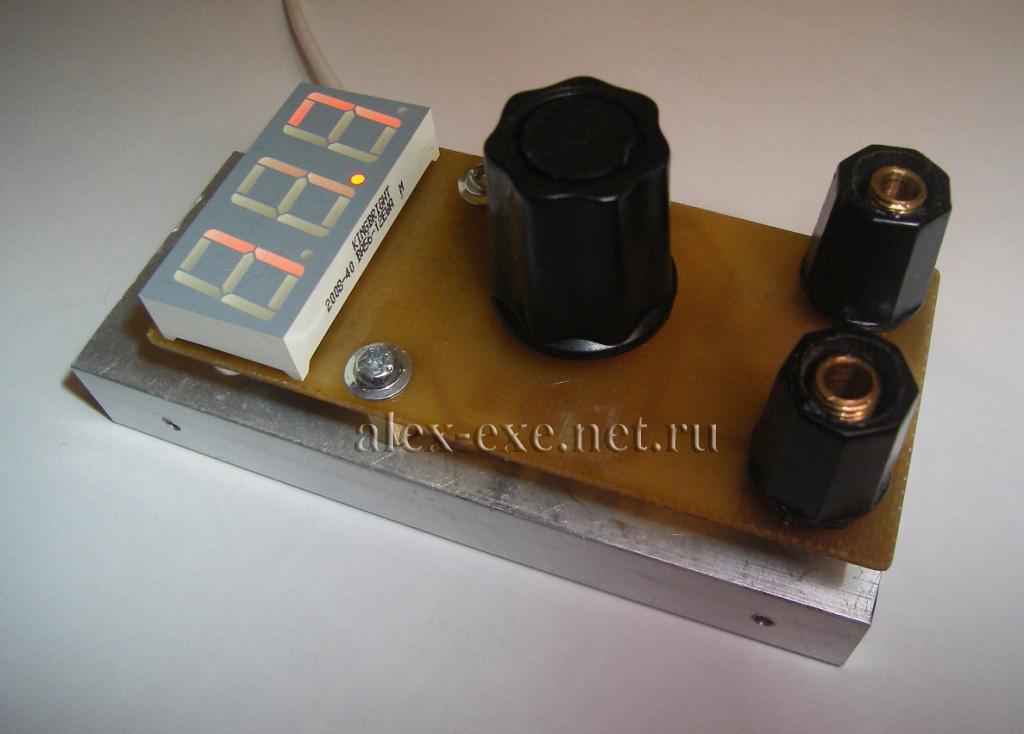 Данный вольтметр был собран как индикатор к одному из блоков питания (точнее выносному стабилизатору) .